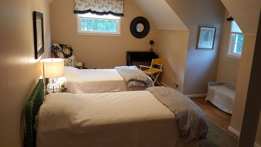 Comfy Cottage near College