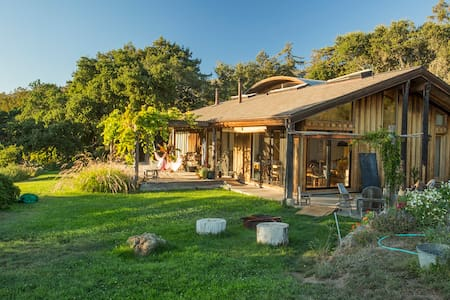 Big Sur Ecomodern Farmstead - 一軒家