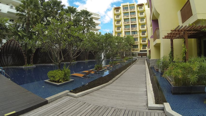 Stylish 2 bedroom, large pool, 100 meters to beach - Tambon Hua Hin - Lägenhet