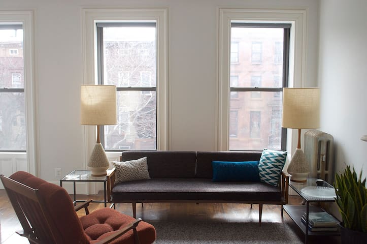 Lovely Suite in Historic Brownstone near Subway