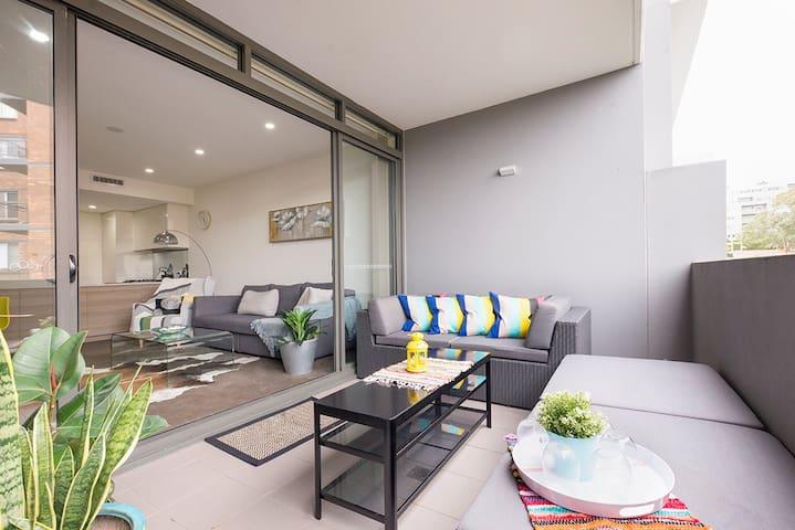 North Shore Waterside Apartment 10km to CBD Sydney