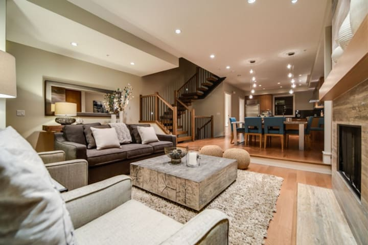 West Coast Alpine Contemporary 4 Bedroom Townhome with Private Hot Tub(35)