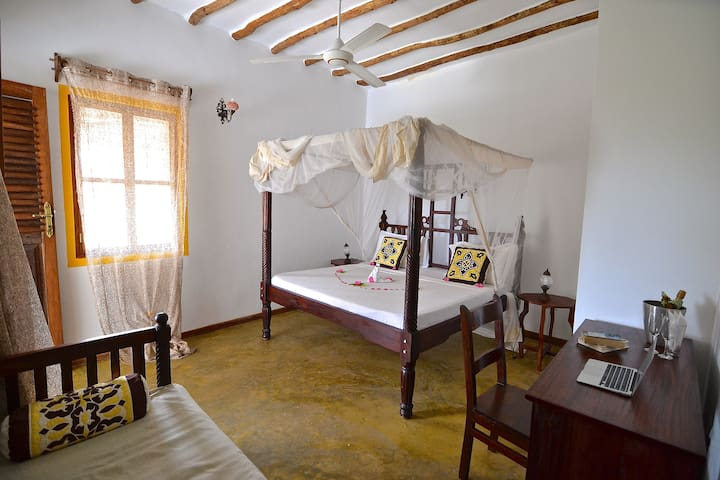DoubleRoom in African stylish Villa - Bwejuu - Bed & Breakfast