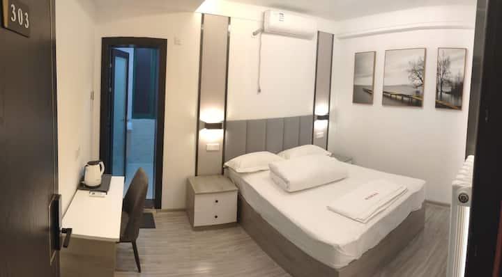 凤凰名酒城南现代简约风格mini大床房