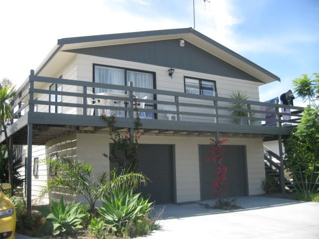 Sunny,self contained 2brm apartment - Whangamata - Flat