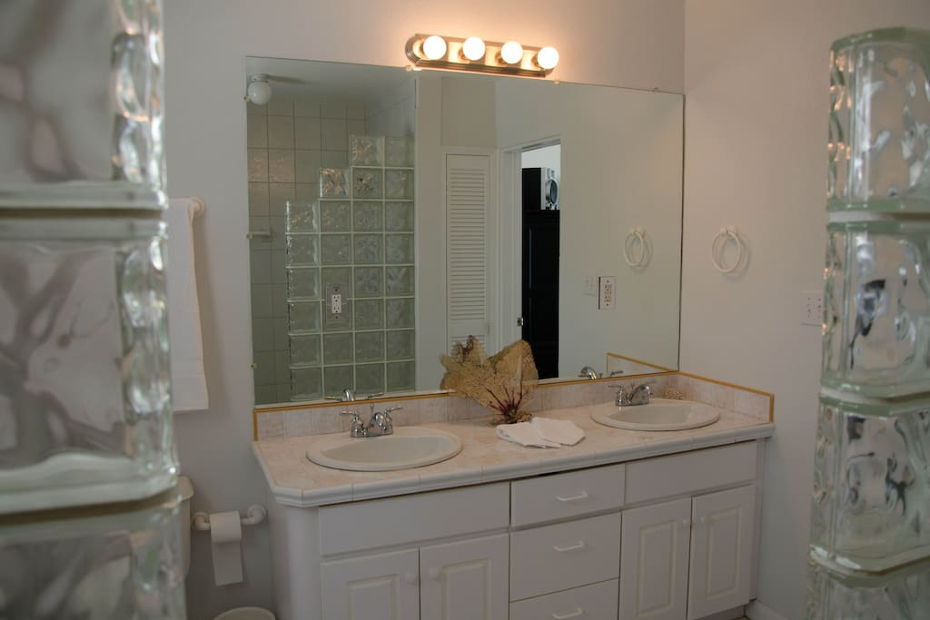 Ensuite Bath with Double Shower & Double Sinks