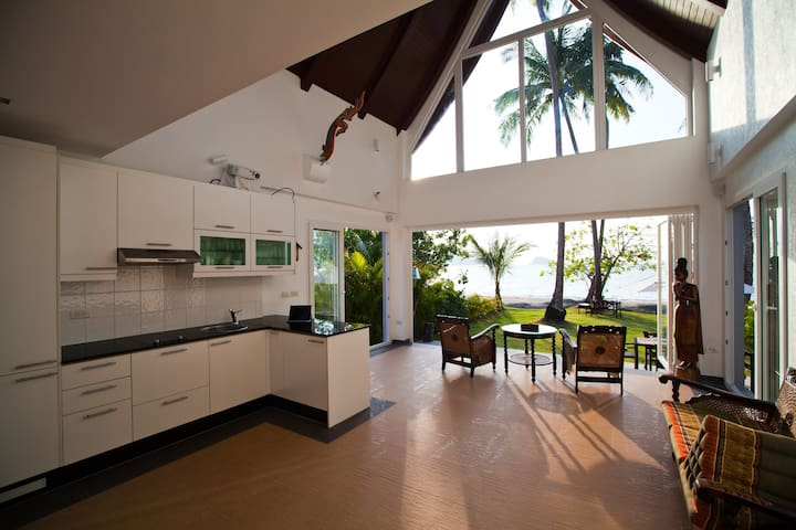 Absolute Beachfront Villa - Ko Chang - Huvila