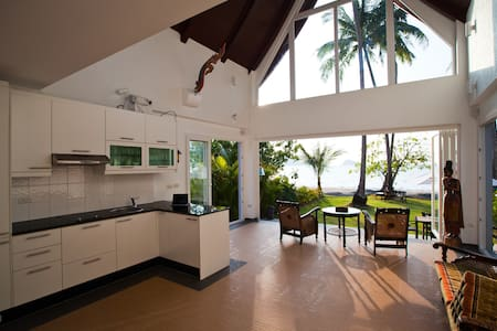 Absolute Beachfront Villa - Villa