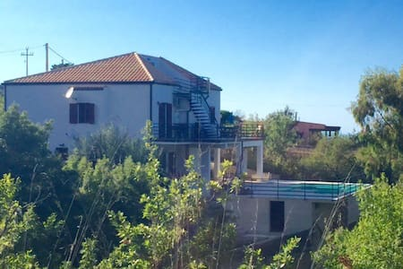 GORGEOUS Mountain Top Villa w Pool - Cefalù