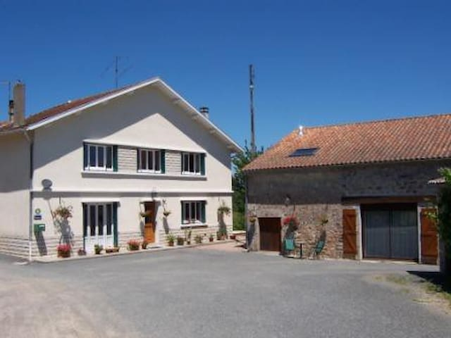 L'Hirondelle B&B (Chambre d'Hotes) - Saint-Mathieu - B&B
