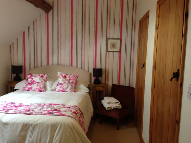 Swallow's Nest, Marsh Farm Bed & Breakfast - Abbots Bromley