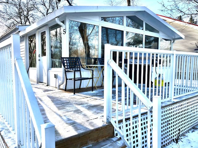 Cute and Cozy Year Round Cottage in Gimli