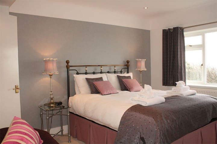 Award winning B&B in West Kirby - West Kirby - Bed & Breakfast