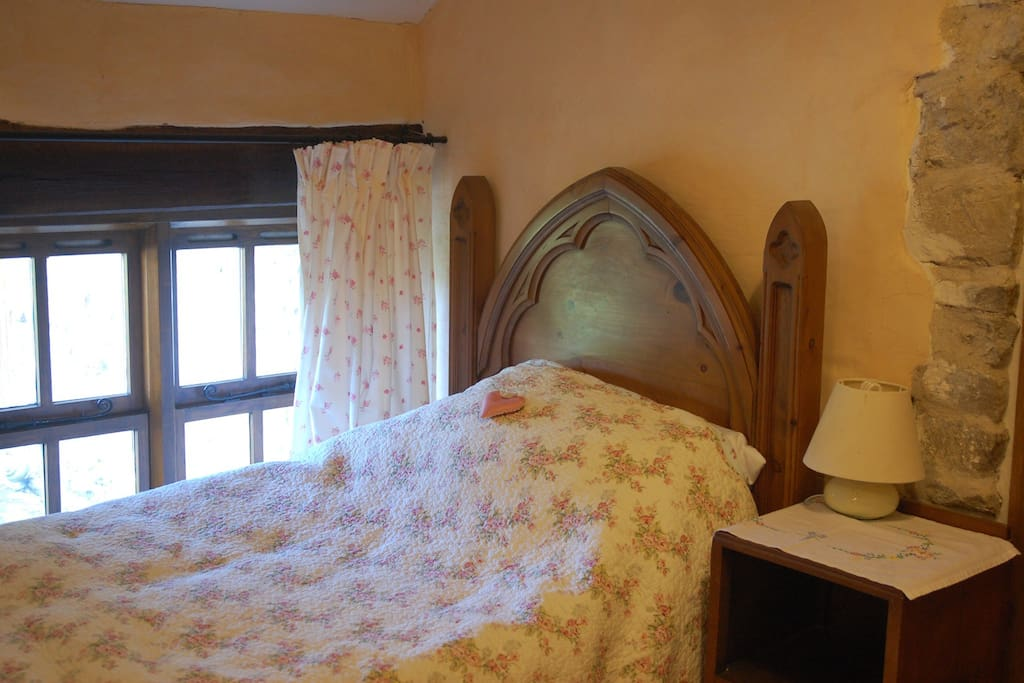 Fairy tale bed to accommodate a child ( or a friend)