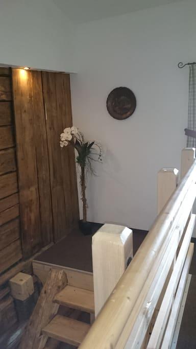 Stiegenaufgang /Vorhaus