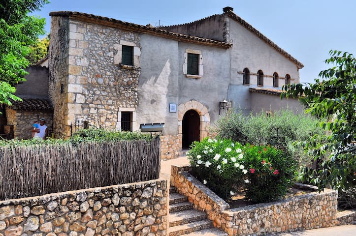 "the farmhouse - ""la masia""  of  Mas Orpí - Castellví de la Marca - Talo"