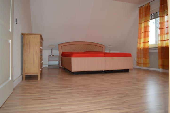 Zwei Etagen Wohnung - Grevenbroich - Pis