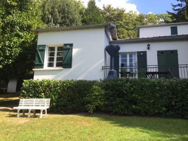 Maison avec grand jardin clos - Bougival - House