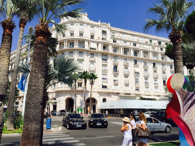 SPECIAL PRICE 2 1/2 ROOM CROISETTE SEA ACROSS 67m2 - Cannes - Hus