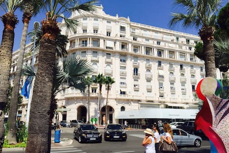 SPECIAL PRICE 2 1/2 ROOM CROISETTE SEA ACROSS 67m2 - Cannes - House