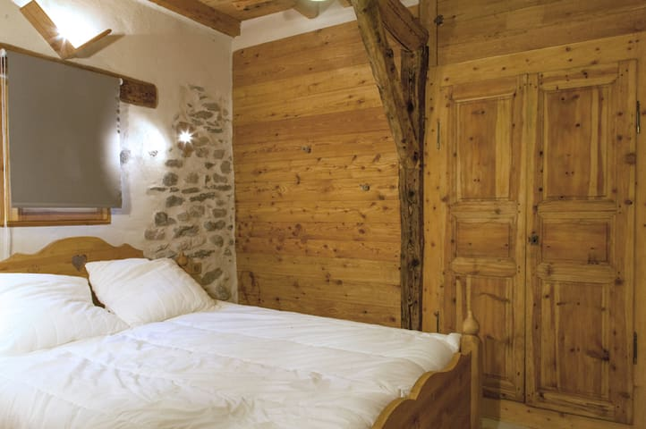 Chambre Double 1 dans Chalet - Villard St Pancrace - Bed & Breakfast
