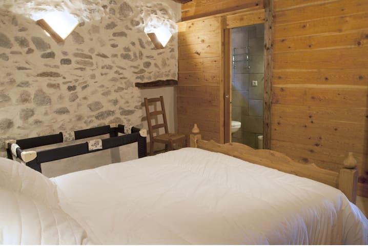 Chambre double 2 dans chalet - Villard St Pancrace - Bed & Breakfast