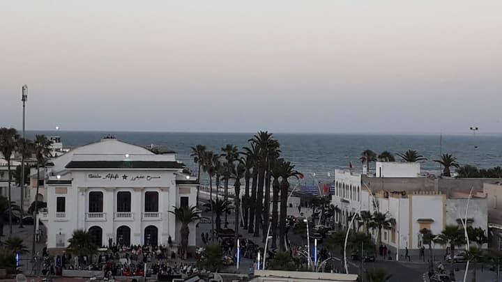 App au centre enface théâtre près plage cité portu