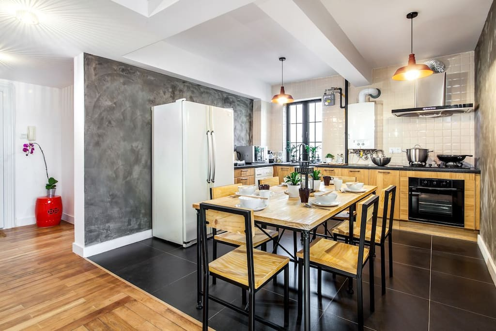 The open kitchen, can host comfortably 6 guests around the table
