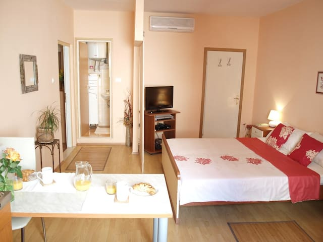 Pretty Studio located in the flat part of Old Town - Dubrovnik - Flat