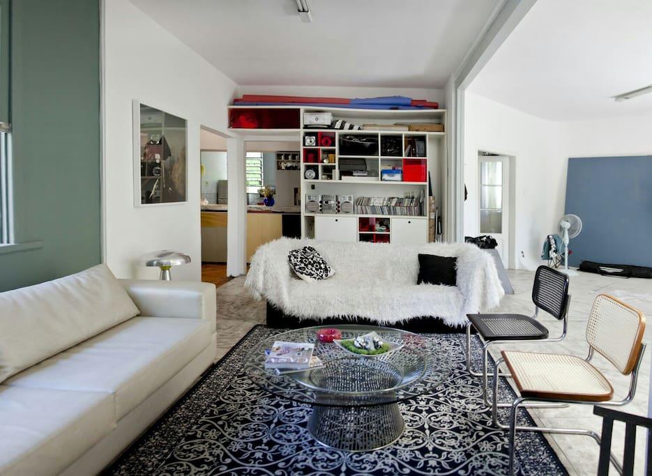 Sala estúdio com sofá