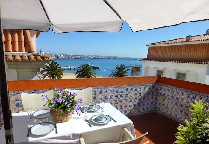 Terrace with view of the Bay Cascais - 2 bedrooms - Cascais