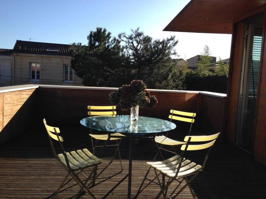 terrasse privative à l'étage+transat et parasol