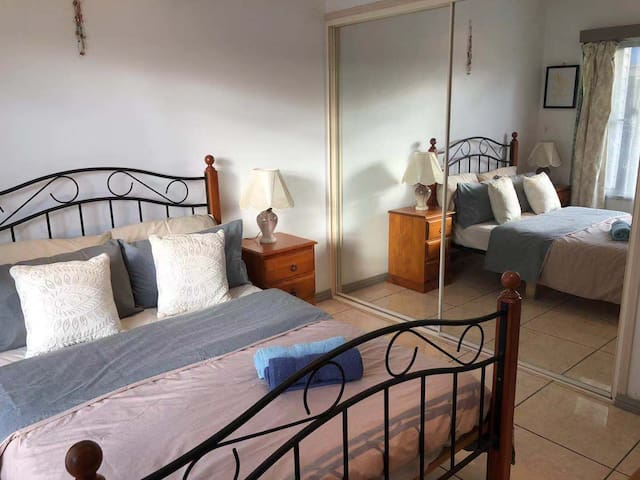 Private Room + Breakfast near Chermside Westfield