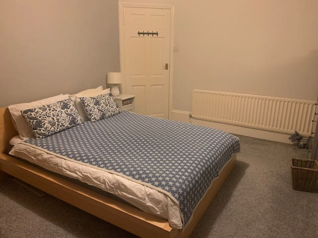 Spacious Room with Kingsize Bed breakfast included