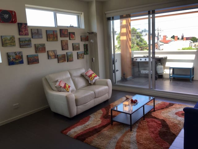 Windy Hilton Experience (Quirky 1 Bed Apartment) - Essendon - Daire