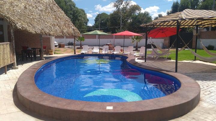 Casa con piscina privada en el centro