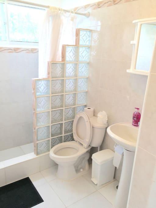 2nd Floor Ensuite Bath