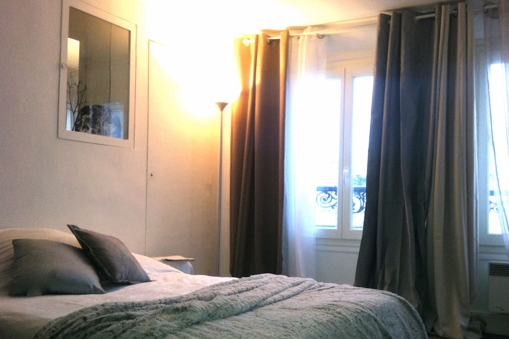 Chambre cosy au coeur de paris apartments for rent in for Chambre au mois paris