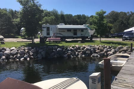 Penetang water front trailer for quiet family time