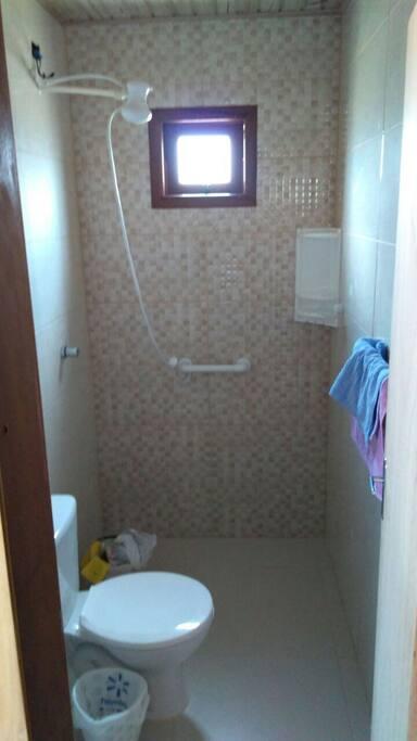 dois banheiros iguais