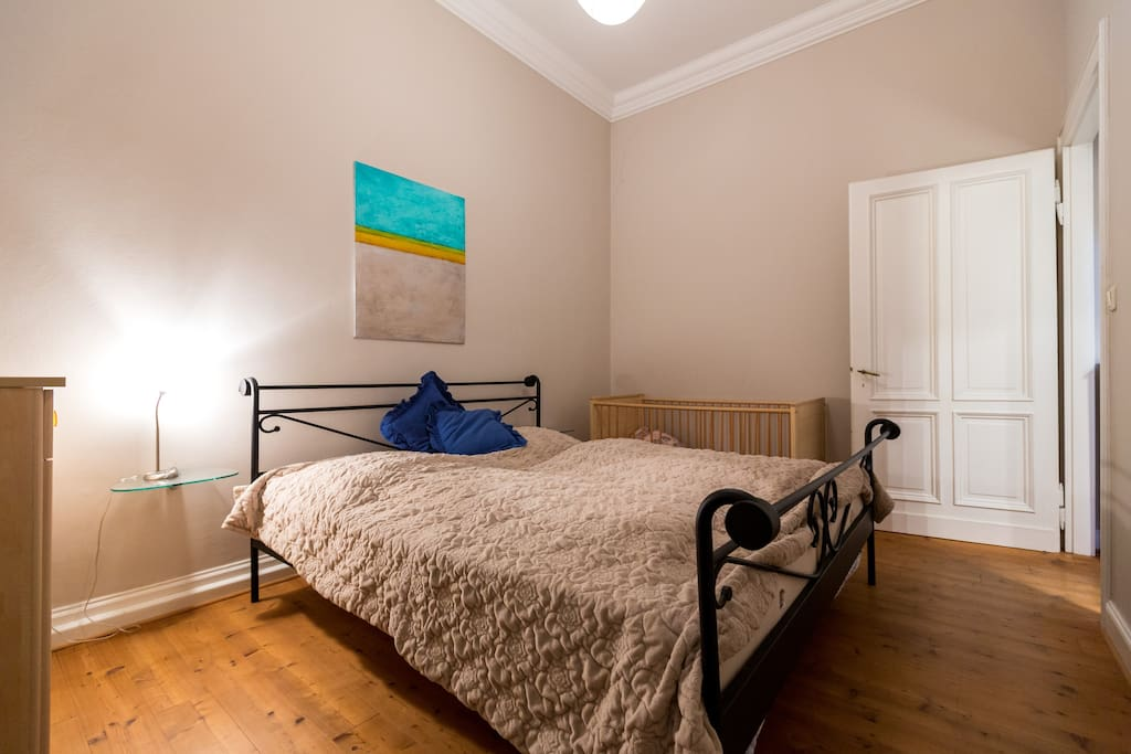 ruhiges, großes Schlafzimmer