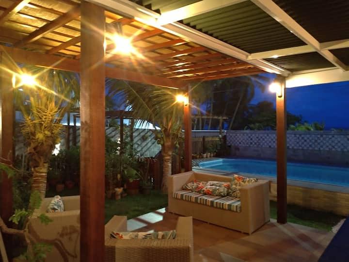 Casa na Beira-Mar com Varanda e Piscina
