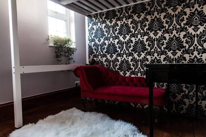 Private Room in a photo studio!