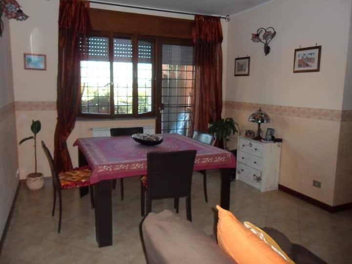 Comodo appartamento con due camere Fiera di Roma