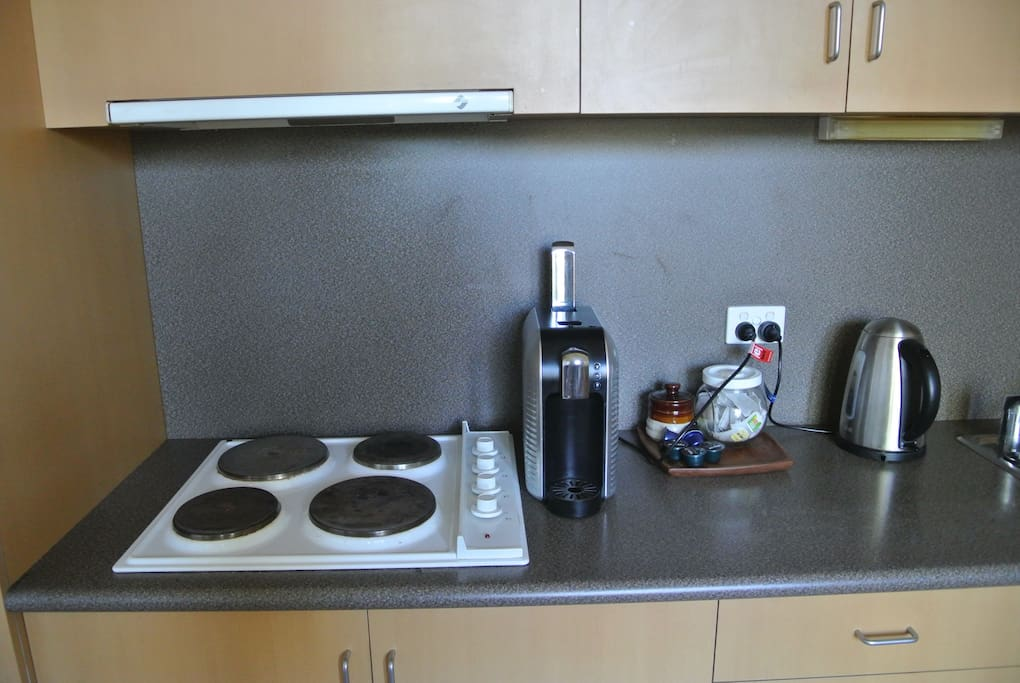 Kitchen appliances include a pod-style coffee machine!