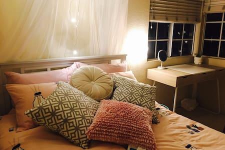 四房三卫花园洋房,二楼别墅,带窗雅房,温馨主卧 - Chino Hills