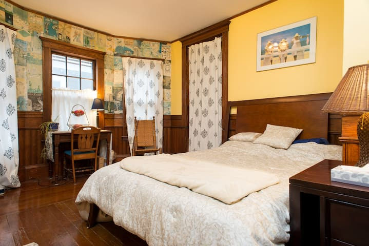 22 - Room by Harvard,Queen Mem. Foam Bed