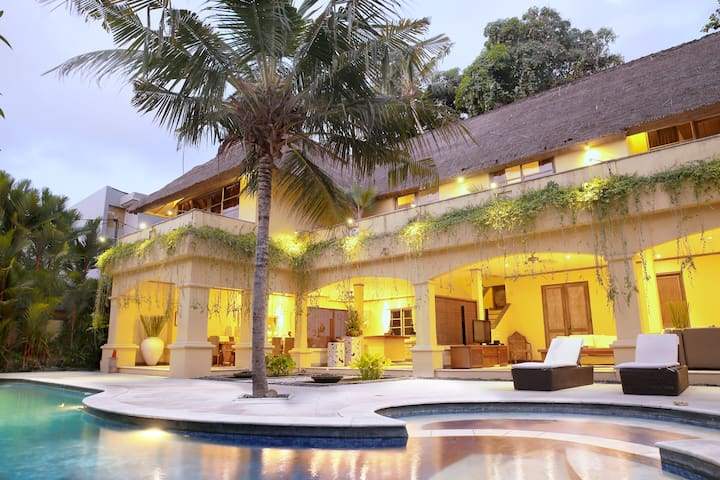 Banyan Estate Luxury Serviced Villa 6BR - Denpasar - Villa