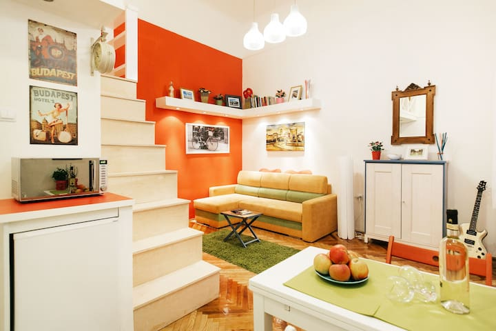 Quiet Charming Apartment right in the Center
