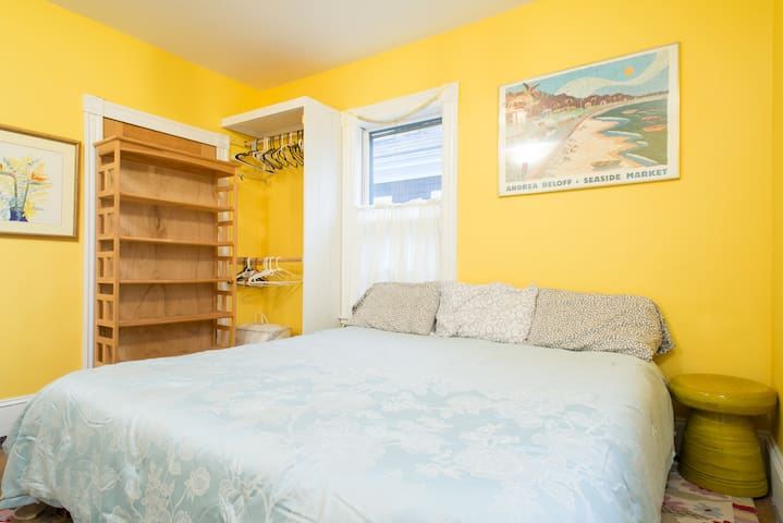 23 - Sunny room, Near Harvard, Memory Foam Bed